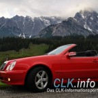 Seitenansicht von einem roten CLK Cabrio (A208) bei Dienten im Hochkönig, Österreich.